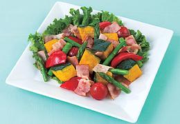 夏野菜とベーコンのホットサラダ