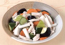蒸し鶏と浅漬け野菜のサラダ