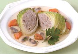鶏ひき肉とごぼうのロール白菜