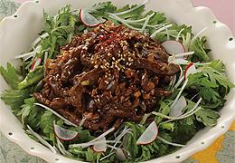 春菊と牛肉のにんにく風味サラダ