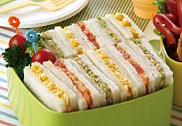 カラフルサンドイッチ<br>(エッグコーン、シュリンプトマト、ツナアボカド)