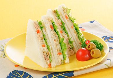 ツナとオリーブのポテサラサンドイッチ