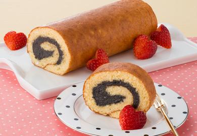 黒ごまロールケーキ