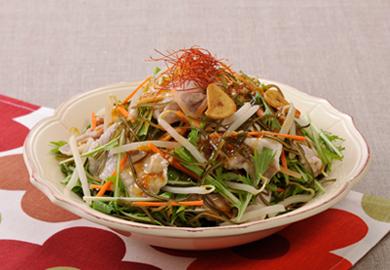 刻み昆布と豚肉のピリ辛サラダ