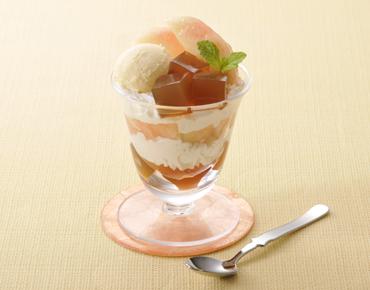 桃と紅茶ゼリーのパフェ