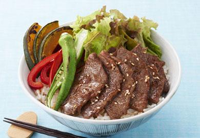 焼き肉と夏野菜のっけ丼