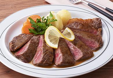 牛肉のステーキ レモンバターソース