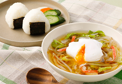 落としたまごと野菜のスープ