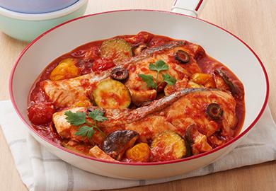 鮭とズッキーニのトマトパッツァ