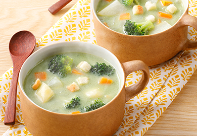 ごろっと野菜のグリーンスープ