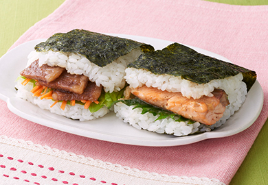 サンドおむすび2種(焼肉カルビ、鮭マヨ)
