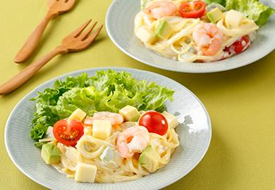 えびとチーズのパスタサラダ