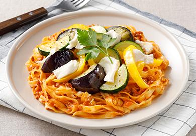 モッツァレラと彩り野菜のボロネーゼ