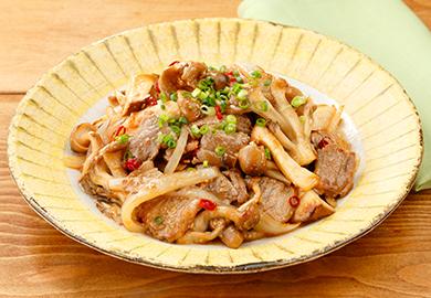 きのこと牛肉のピリ辛味噌炒め