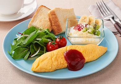 おからの朝食プレート(おからチーズオムレツ、おからフルーツヨーグルト)