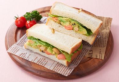 鮭とアボカドのサンドイッチ