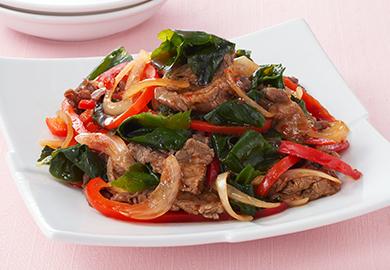 牛肉とわかめのピリ辛炒め