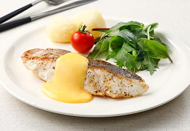 白身魚のムニエル オランデーズソース風