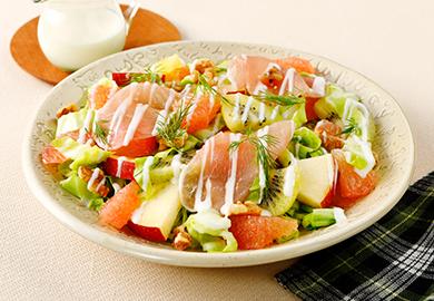 春キャベツとフルーツのサラダ