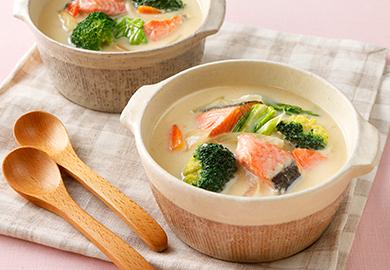 鮭と春キャベツのみそミルクスープ
